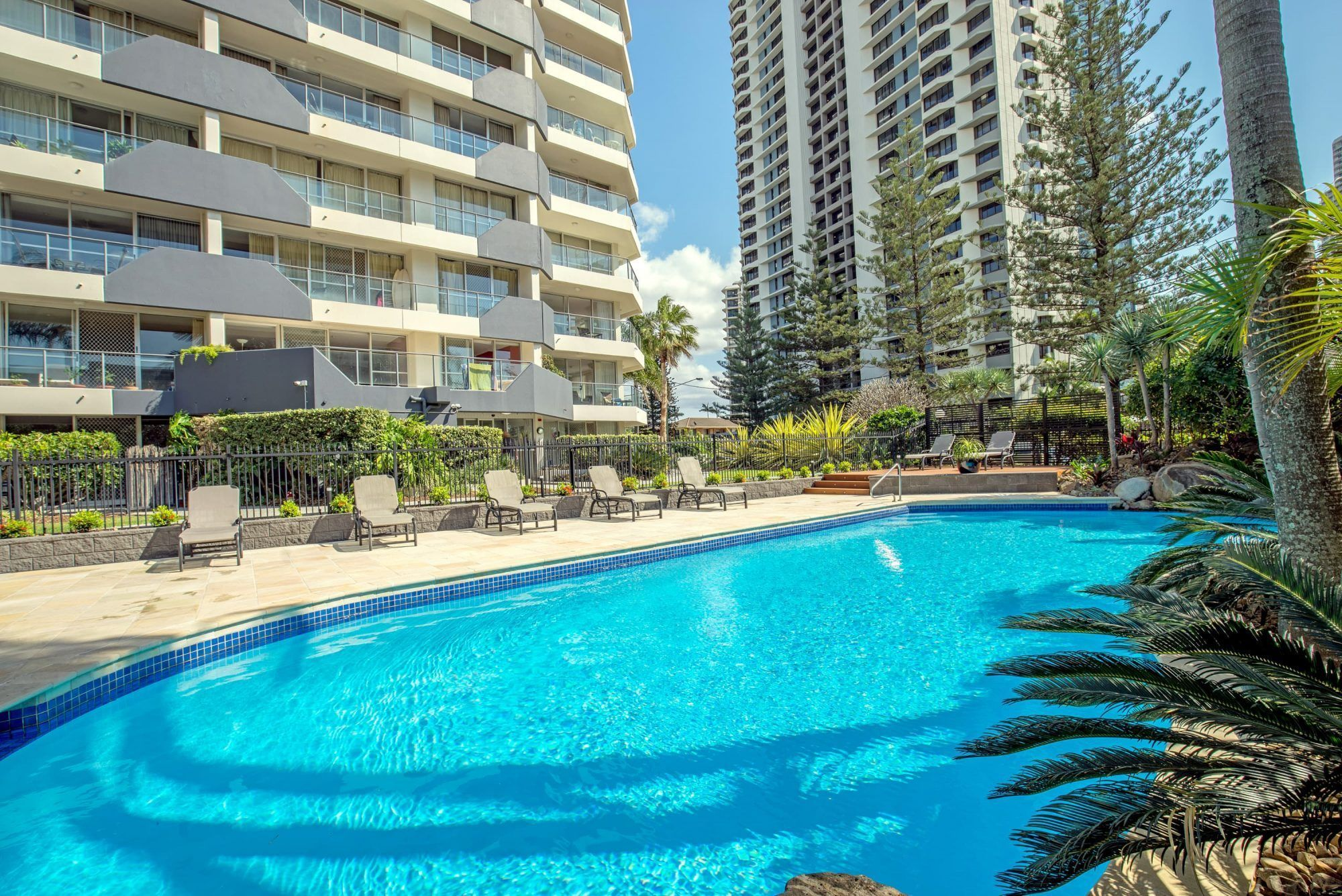 surfers paradise apartments gallery baronnet apartments. Black Bedroom Furniture Sets. Home Design Ideas